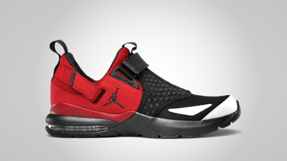 Jordan Trunner 11 LX: Black Varsity Red