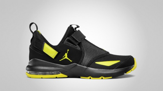 Jordan Trunner 11 LX: Black   High Voltage 