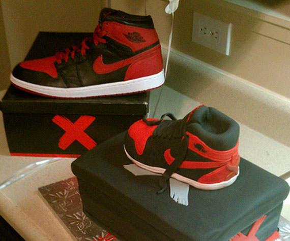 Air Jordan 1: Banned   Birthday Cake