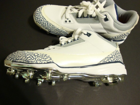 Air Jordan III Cleat: White   Navy