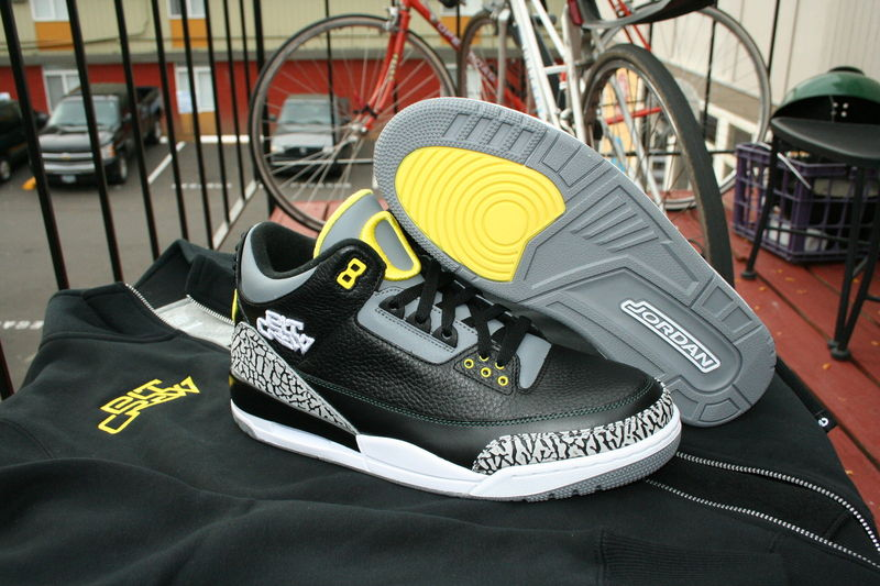 Air Jordan III  Oregon Pit Crew Set - Available on eBay - Air Jordans fdee320ee9