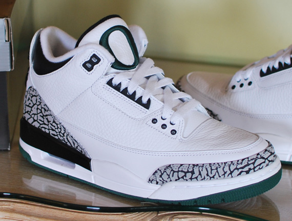 Air Jordan III: Oregon Ducks Home   New Photos