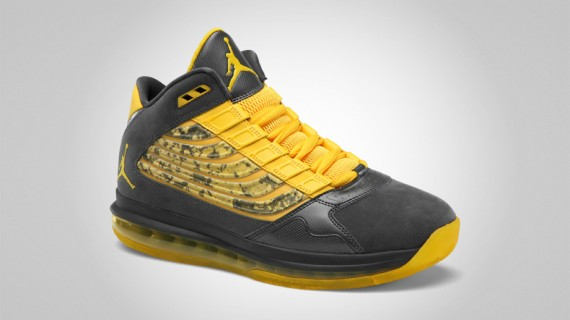 Jordan Big Ups: Anthracite   Varsity Maize