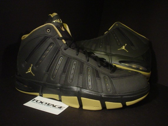 Jordan Melo M7: Black   Metallic Gold Player Exclusive Sample