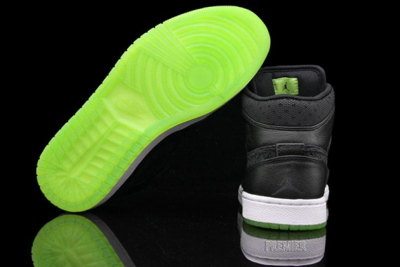 b7eb17d80b9d13 You can add the Air Jordan 1 Phat in Black Action Green to the large list  of Air Jordan 1s to release since its inception in 1984.