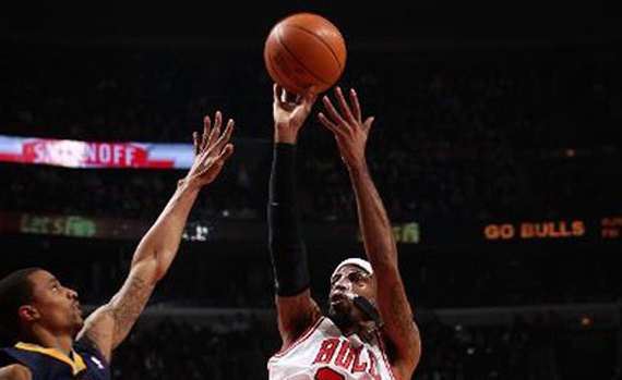 ... a matter of time before we saw someone wear the Air Jordan IV  White  Cement  on court and who better to do it than Chicago Bulls guard Richard  Hamilton. f3a57d3455