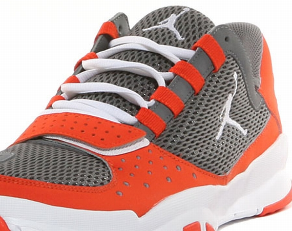 Jordan Trunner Dominate: Cool Grey   White   Team Orange