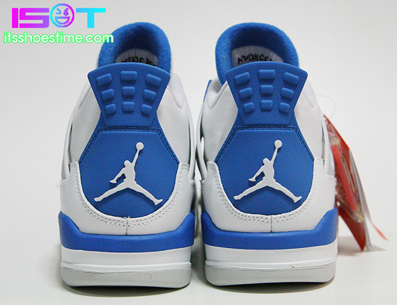 Air Jordan IV: Military   Detailed Images