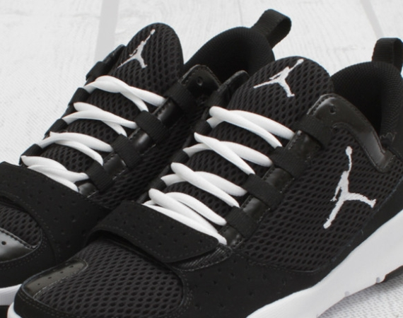 Jordan Trunner Dominate: Black   White