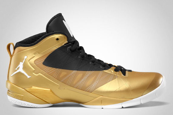 Jordan Fly Wade 2 EV: Metallic Gold Coin   Black   White