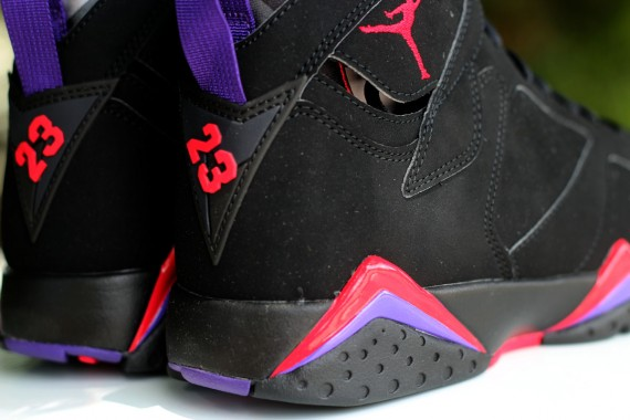 Air Jordan VII: Raptors   Arriving in Stores