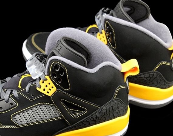 Jordan Spiz'ike: Black – University Gold
