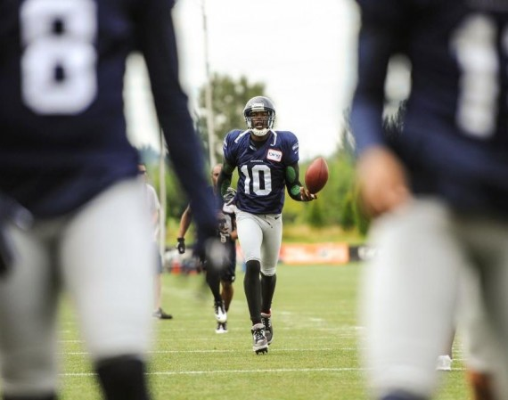 Terrell Owens Practices in Air Jordan III Black/Cement Cleats