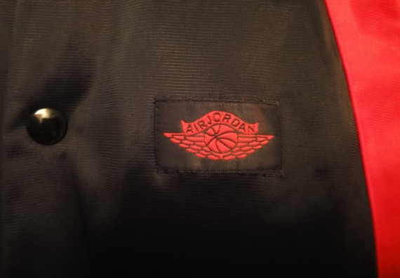 Vintage Gear: Air Jordan Wings Button Warm Up