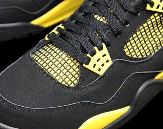 Air Jordan IV Thunder 2012 Retro
