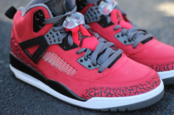 "Jordan Spiz'ike: ""Gym Red"" – Arriving in Stores"