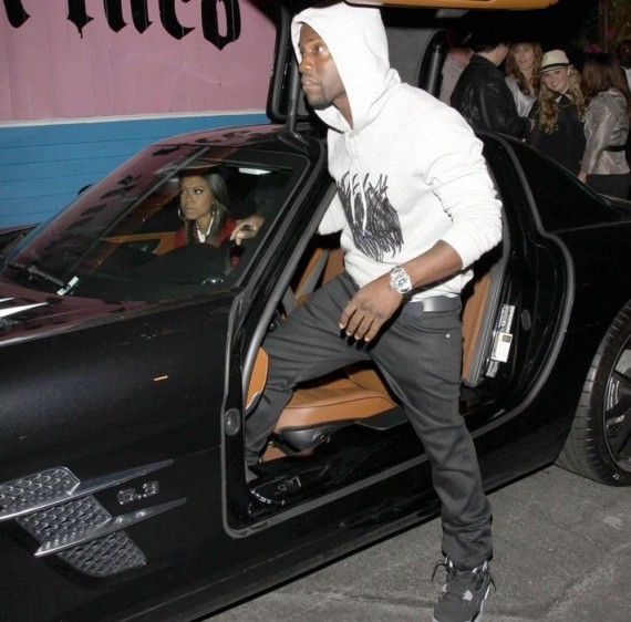 Kevin Hart Wearing Air Jordan IV Bred