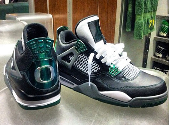 Oregon Ducks Air Jordan IV