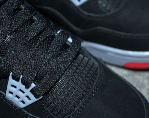 Air Jordan 4: Black – Cement Grey – Fire Red