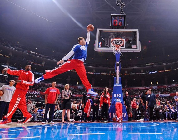 Blake Griffin Recreates Michael Jordan Jumpman Pose