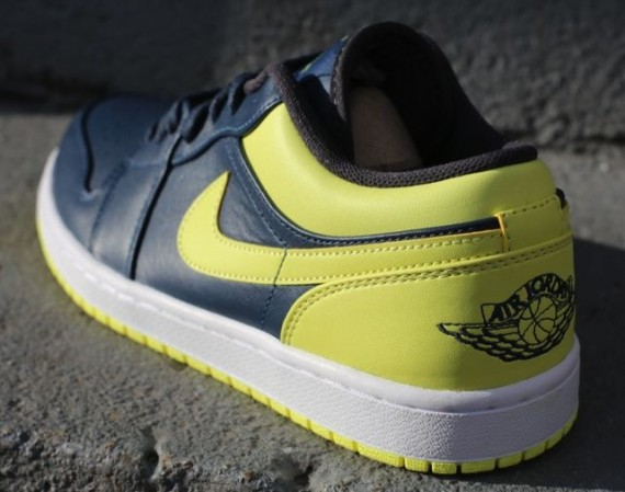 Air Jordan 1 Low: Squadron Blue