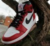 air-jordan-1-retro-high-bulls-sneakers-05