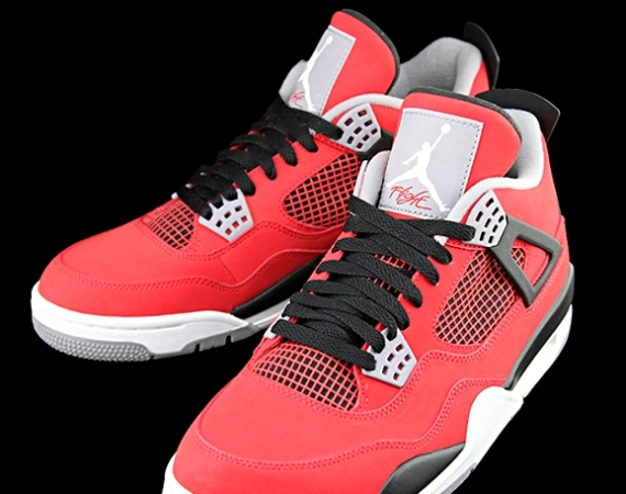 Air Jordan 4 Retro: Fire Red – White – Black – Cement Grey