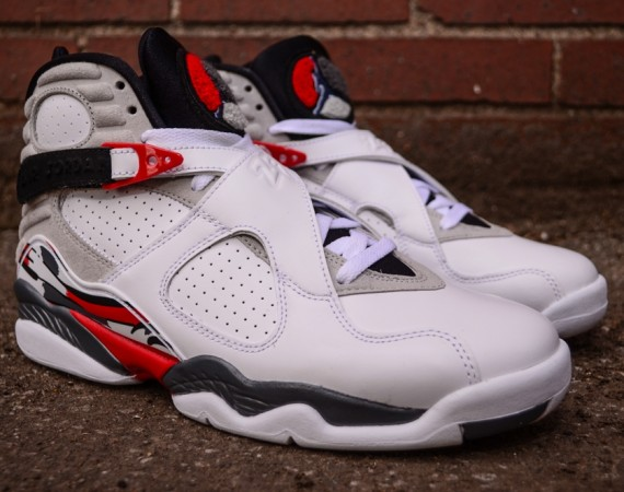 "Air Jordan VIII ""Bugs Bunny"": Arriving in Stores"