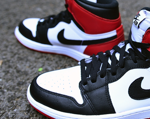 Air Jordan 1 Retro: Black Toe