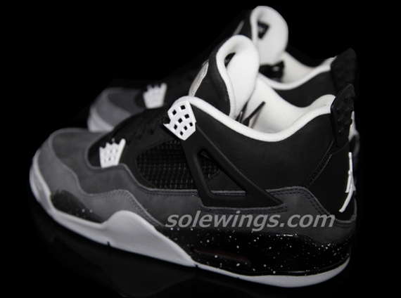 Air Jordan IV Retro: Stealth Oreo