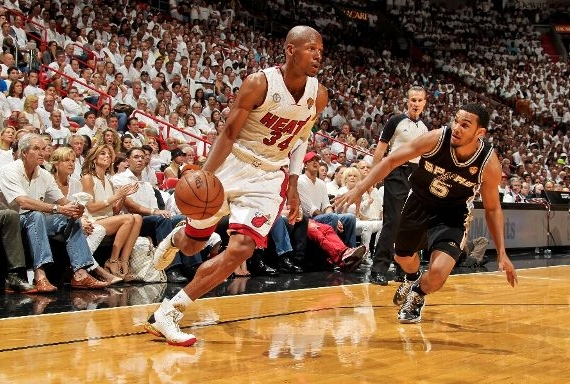 Ray Allen Continues To Contribute The Heats 2013 Post Season Run Scoring 13 Points On 3 5 From Behind Arc In His Air Jordan XX8 PEs