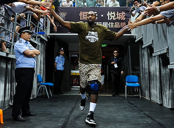 Gilbert Arenas Wears the Air Jordan 1 Shadow