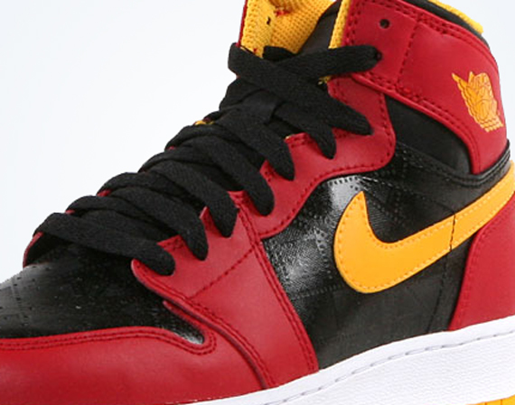 "The Air Jordan 1 Retro High OG ""Human Highlight Reel"" takes a signature   Bred  look and adds yellow to pay homage to Michael Jordan s two year dunk  ... a9cac252e9ac"