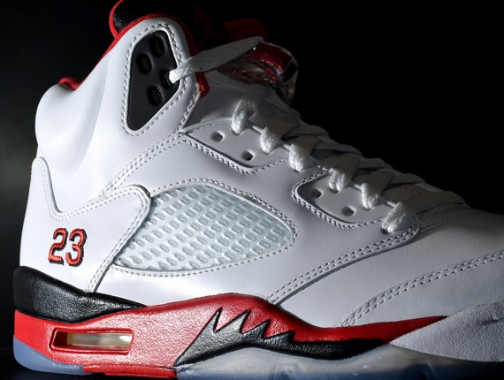 Air Jordan V: Fire Red   Arriving at Retailers