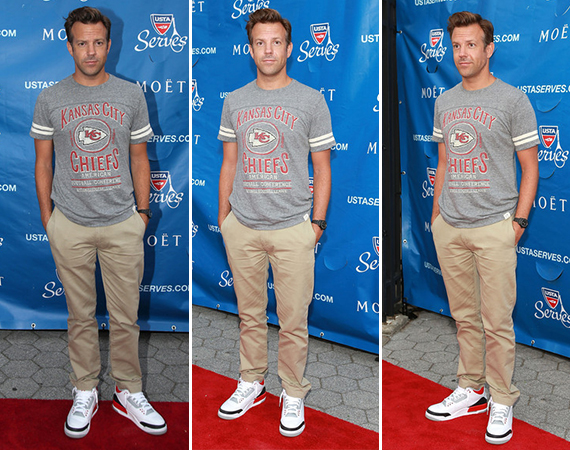 Jason Sudeikis Wears Air Jordan III: Fire Red