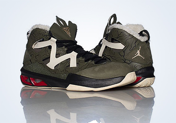Jordan Melo M9: Cargo Khaki   Zinc   Black   Gym Red