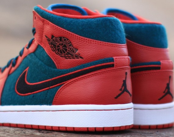 Air Jordan 1 Mid: Gym Red   Dark Sea | Available