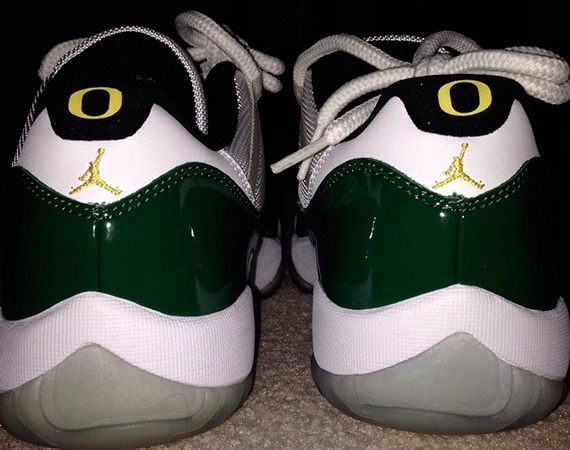 Air Jordan 11 Low: Oregon Ducks