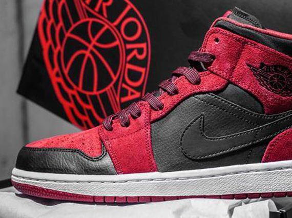 Air Jordan 1 Mid: Red Suede   Black