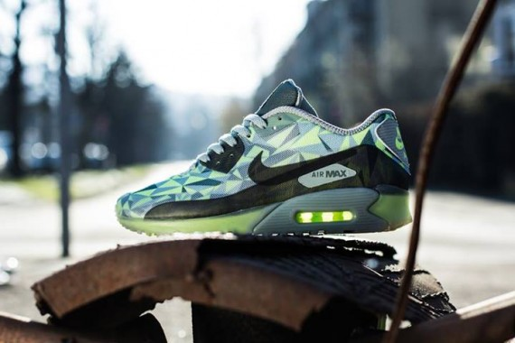 Air Max 90 Hyperfuse Volt On Feet