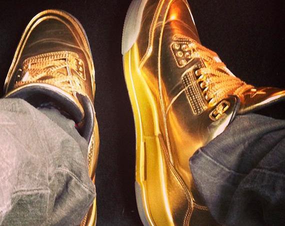 Usher Showcases Air Jordan 3 Gold