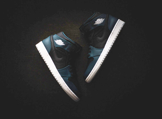 Air Jordan 1 Mid: Black   Night Shade