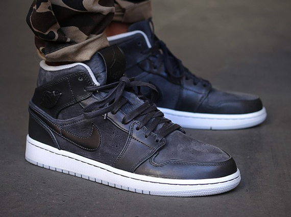 Air Jordan 1 Mid Nouveau: Anthracite   Pure Platinum