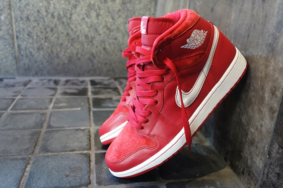 Air Jordan 1: Gym Red   Arriving at Retailers