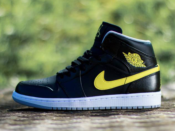 Air Jordan 1 Mid: Black   Vibrant Yellow   Wolf Grey