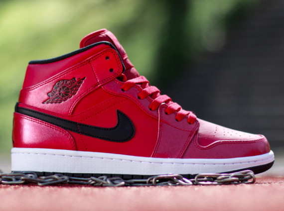 Air Jordan 1 Mid: Gym Red   Black   White