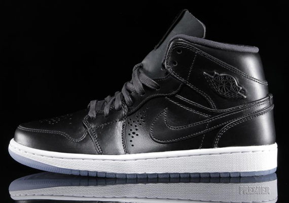 Air Jordan 1 Mid Nouveau: Black Ice