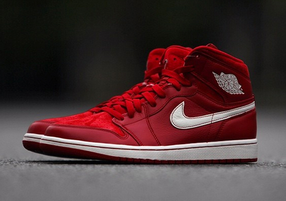 Air Jordan 1 Retro High OG: Gym Red   Arriving at Retailers