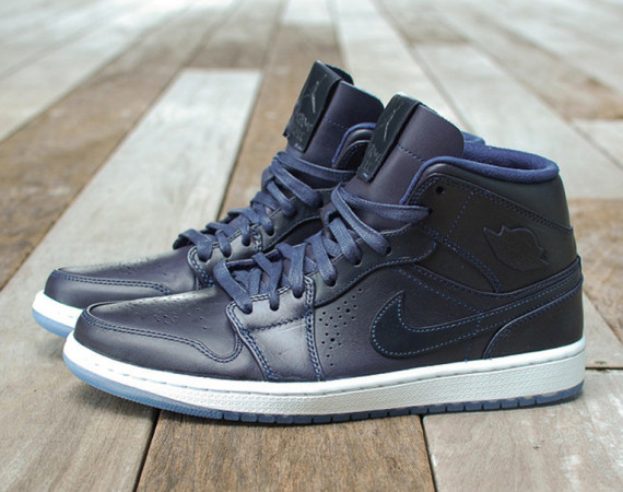 Air Jordan 1 Mid Nouveau: Midnight Navy