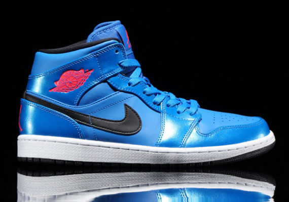 Air Jordan 1 Mid: Sport Blue   Infrared 23   Black